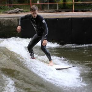 Surfing Vlna pod Zámkem Wave