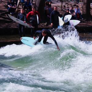 Eisbach Surfing